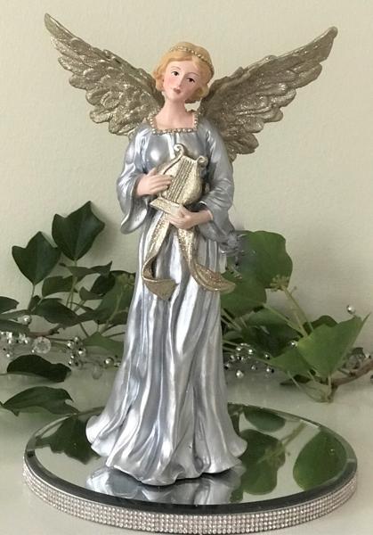 f45188bcda4d Engel Leanna med sølvkjole